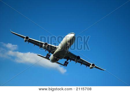Jumbo Jet Landing