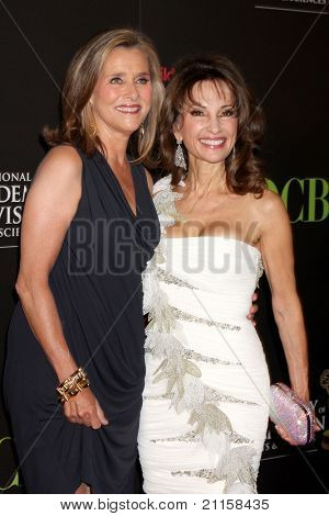 LAS VEGAS - JUN 19:  Meredith Viera, Susan Lucci arriving at the 38th Daytime Emmy Awards at Hilton Hotel & Casino on June 19, 2010 in Las Vegas, NV.