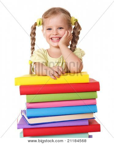 Little Girl holding Stapel von Büchern. isoliert.