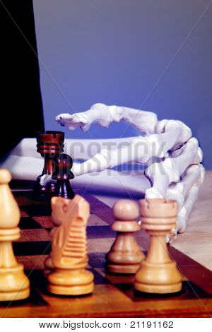 Chess, all or nothing