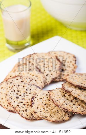 florentine cookies with cold milk