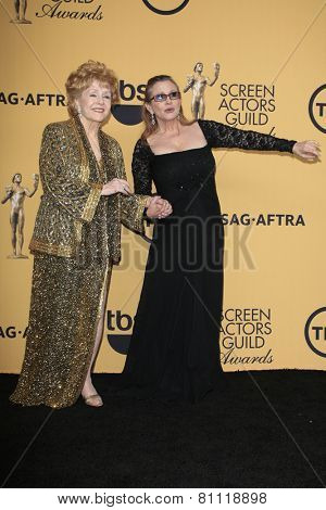 LOS ANGELES - JAN 25:  Debbie Reynolds, Carrie Fisher at the 2015 Screen Actor Guild Awards at the Shrine Auditorium on January 25, 2015 in Los Angeles, CA