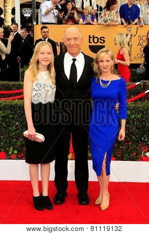 LOS ANGELES - JAN 25:  JK Simmons, wife, daughter at the 2015 Screen Actor Guild Awards at the Shrine Auditorium on January 25, 2015 in Los Angeles, CA