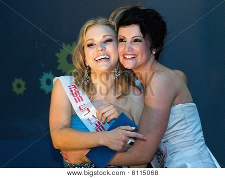 Alice O'learly Greeting Smantha Long A Winner  Miss Unated Nations Pageant Ireland, 2010
