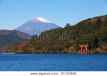 Lake Ashi and Mountain Fuji in autumn season