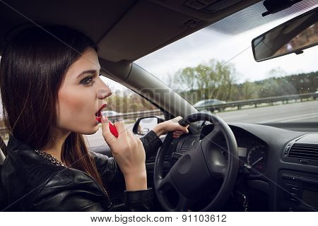 painted woman lipstick while driving