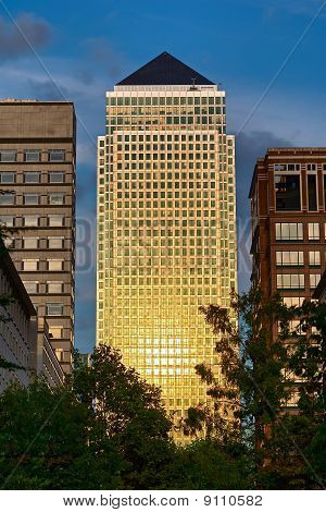 One Canada Square, Canary Wharf, Isle Of Dogs, London, England, Uk, Europe, Catching The Setting Sun