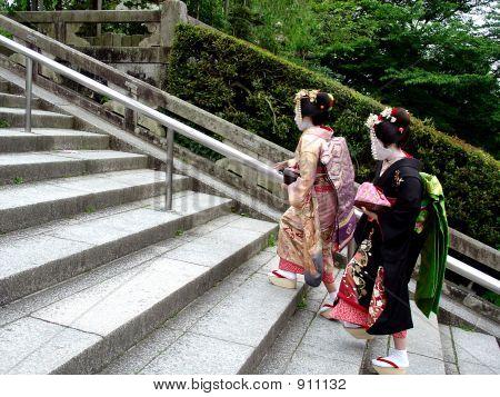 Climbing_Geishas