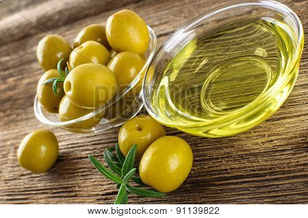 Green Marinated Olives, Olive Oil.
