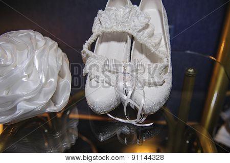 Beautiful Details Of The Bride's Wedding Fees, Shoes, Garter, Handbag