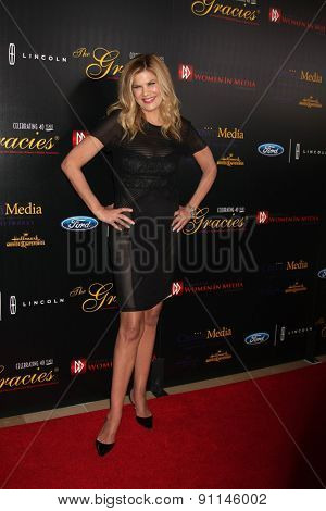 LOS ANGELES - MAY 19:  Kristen Johnston at the 40th Anniversary Gracies Awards at the Beverly Hilton Hotel on May 19, 2015 in Beverly Hills, CA