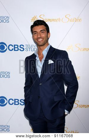 LOS ANGELES - MAY 18:  Justin Baldoni at the CBS Summer Soiree 2015 at the London Hotel on May 18, 2015 in West Hollywood, CA