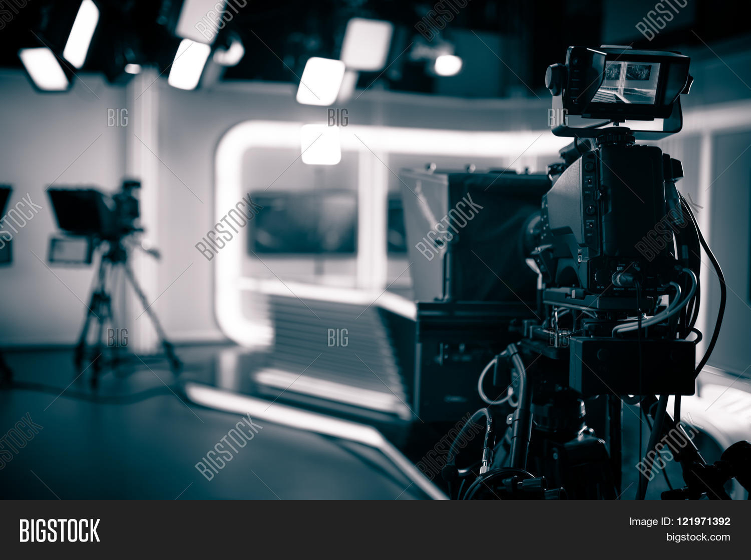 Tv studio live broadcasting image photo bigstock for Camera it web tv