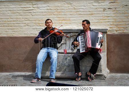 Street musicians, Granada.
