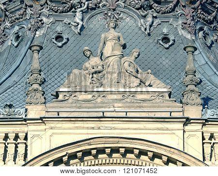 Sculptures of the palace Poznanski.