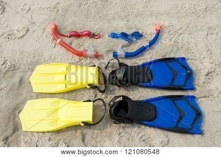 Goggles snorkel flippers