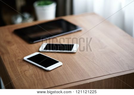 Digital tablet computer and smart phone