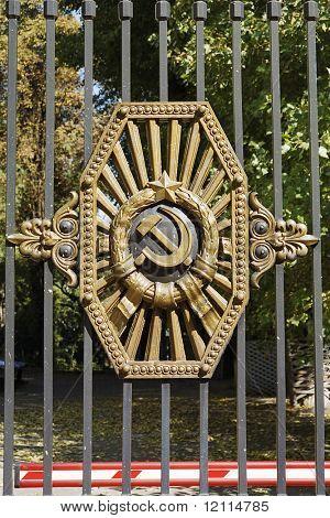 iron curtain, USSR emblem