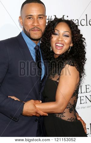 LOS ANGELES - MAR 9:  DeVon Franklin, Meagan Good at the Miracles From Heaven Premiere at the ArcLight Hollywood Theaters on March 9, 2016 in Los Angeles, CA