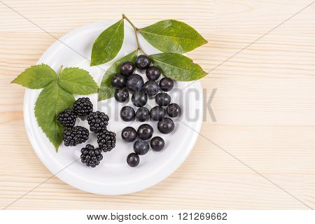 Blackberry and blueberry fruit