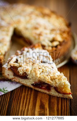 Grated pie with fruit