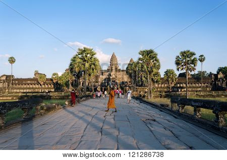 Siem Reap, Cambodia - December 2, 2015: People At The Main Entrance Of Angkor Wat In Siem Reap