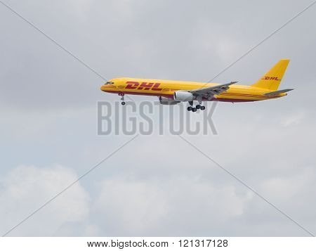 Powerful Traffic Boeing 757-236 F Dhl Air