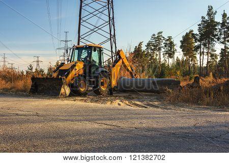 Dangerous Job Digger Under High-voltage Power Line