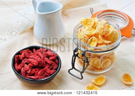 honey corn flakes with goji berry and milk