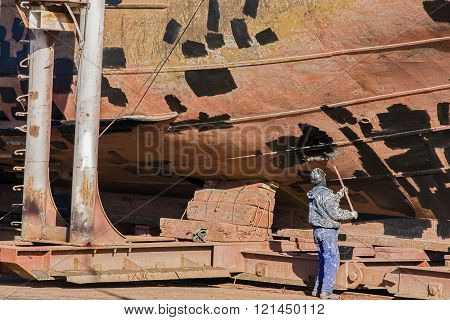 Shipyard painter