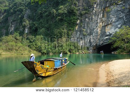 QUANG BINH, VIET NAM- FEB 22: Phong Nha, Ke Bang cave, an amazing, wonderful cavern at Bo Trach, Vietnam, is world heritage of Viet Nam, traveller visit by boat on water, Feb 22, 2016