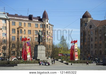 VYBORG, RUSSIA - MAY 10, 2015: The monument to Vladimir Lenin on the red square of Vyborg sunny may day. The main attraction of the city