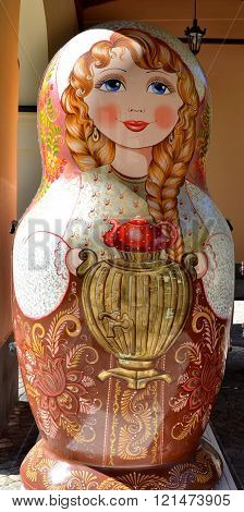 CULTURAL - ETHNOGRAPHIC CENTER MY RUSSIA ROSE FARM SOCHI, RUSSIA - OCTOBER 05 2015: Outdoor sculpture matryoshka stall Sochi Russia