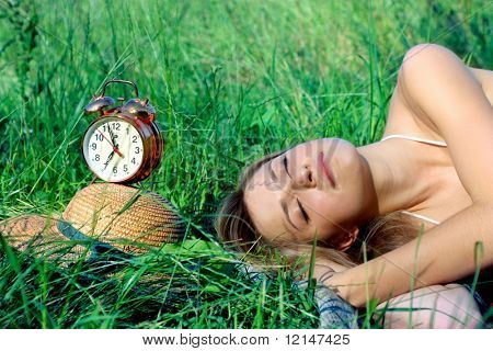 a woman sleep on the grass field