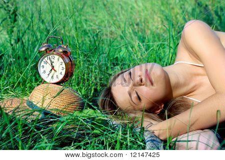 a woman sleep on the grass field