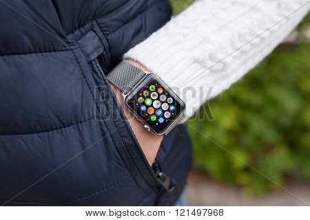 Man Hand And Apple Watch With App On The Screen