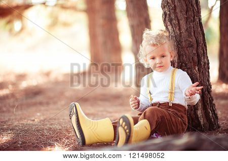 Kid girl sitting outdoors
