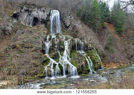 romania minis valley nera river carsa waterfalls