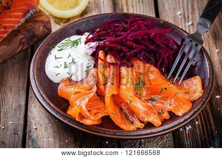 Homemade Swedish gravlax with beetroot salad and horseradish dip