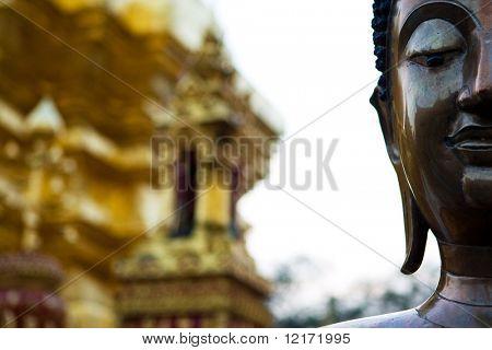 Statue at Wat Prathad Doi Suthep temple