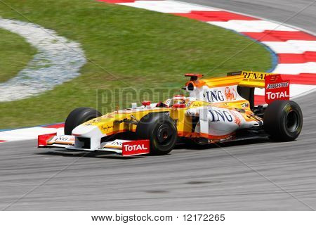 SEPANG - APRIL 4: ING Renault's Fernando Alonso practices at the 2009 F1 Petronas Malaysian Grand Prix on April 4, 2009 in Sepang, Malaysia.