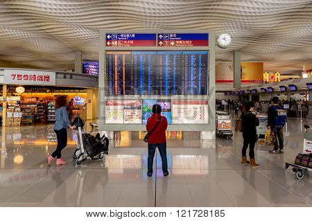 Hong Kong, China, 28Th February 2015. Passenger Looking At Timetable Board At Hong-kong Airport.