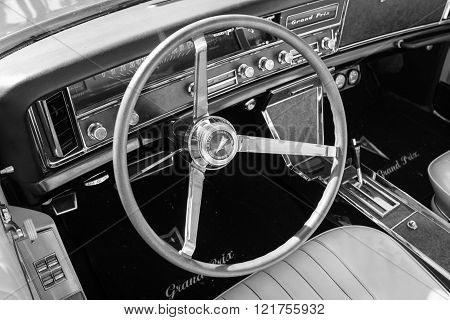 Pontiac Grand Prix Dashboard