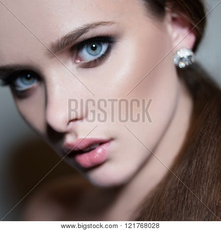 Young woman with straight hairand blue eyes