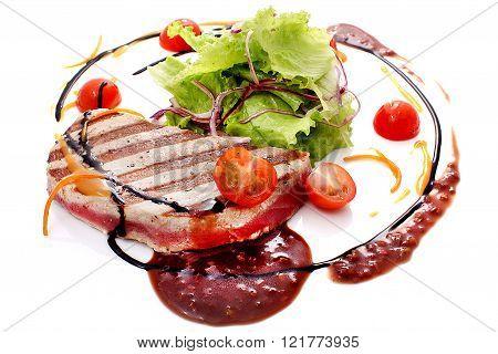 Lightly seared tuna steak with sesame fresh salad