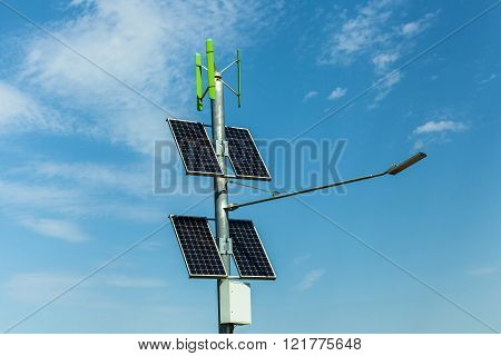 solar panels on street lights, solar alternative source of electricity for lighting road street
