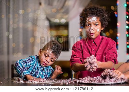 Untidy black kids destroy cake.