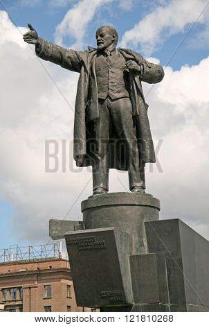 St. Petersburg, Russia - June 22, 2008: A Statue Of Lenin In Front Of The Finlyandsky Railway Statio