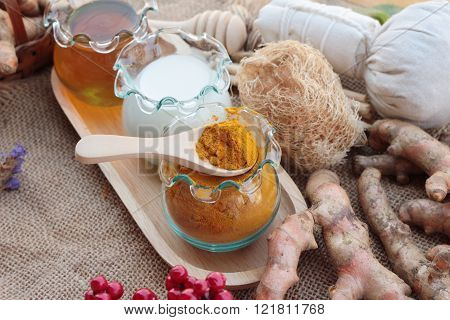 Turmeric powder with honey and milk for scrub