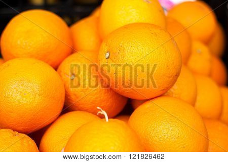 Many oranges on the counter market